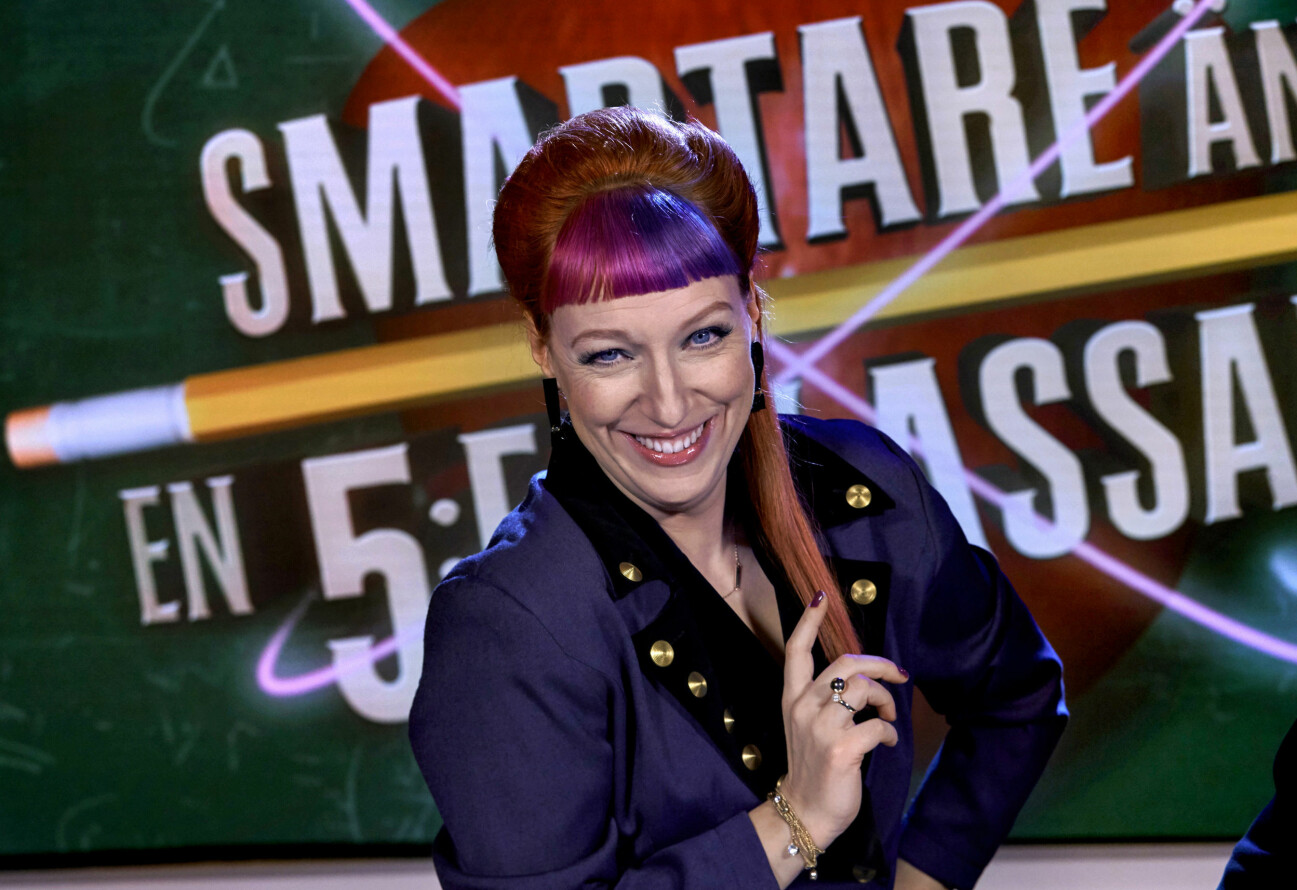 Josefin Johansson är programledare för Smartare än en femteklassare på SVT