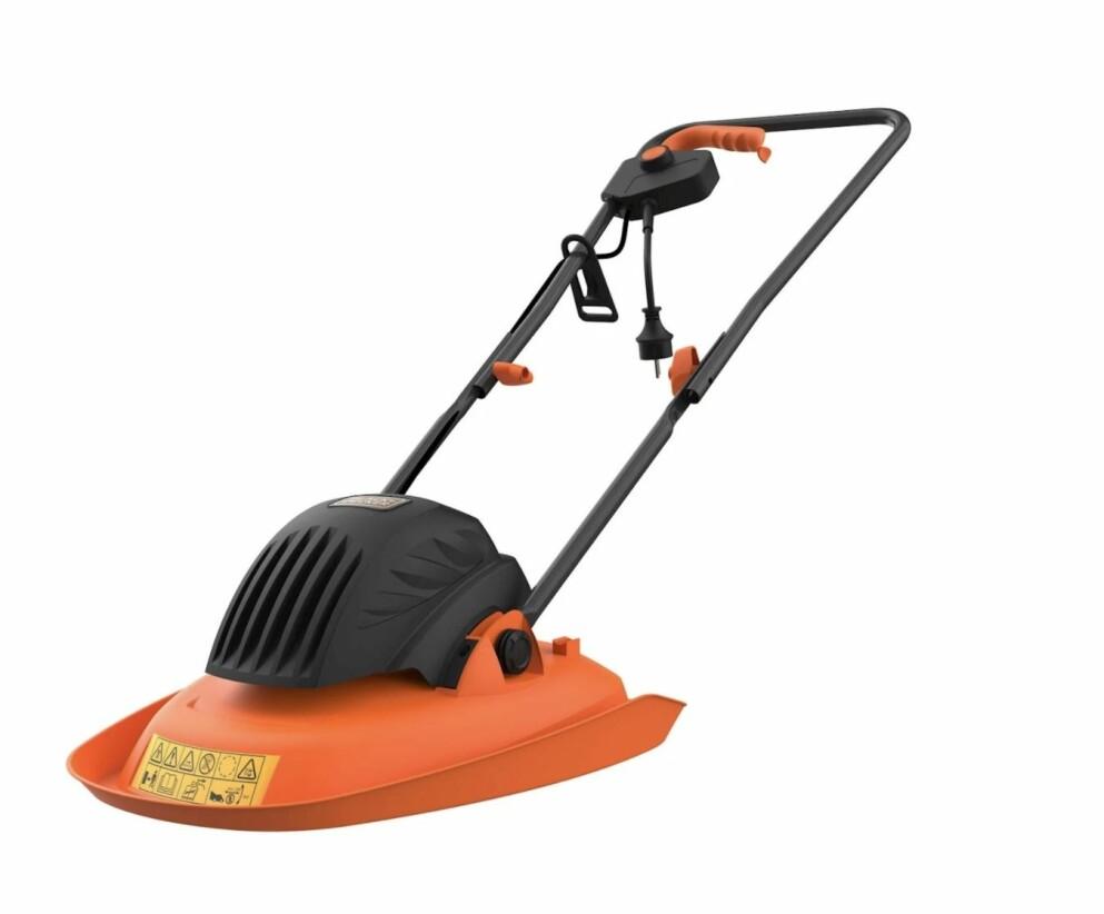 Orange gräsklippare från Black & Decker.