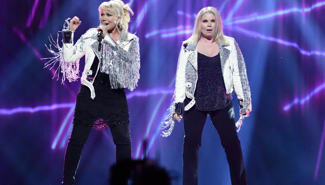 Lili och Susie Pärivirinta på scen under genrepet till Melodifestivalens första deltävling i Linköping 2020.