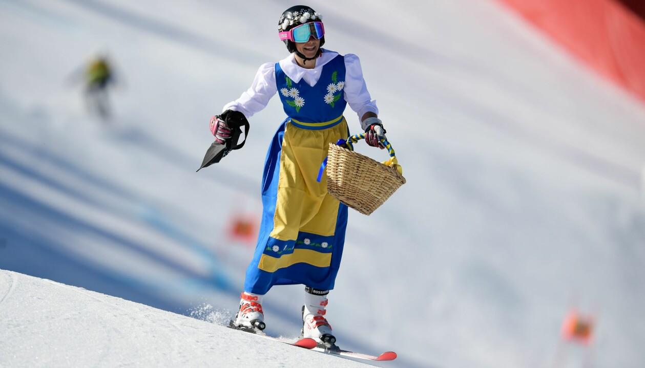 Frida Hansdotter i folkdräkt under världscuptävlingen i Andorra 2019.