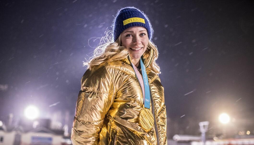 Frida Hansdotter med guldmedaljen runt halsen under OS i Pyeongchang 2018.