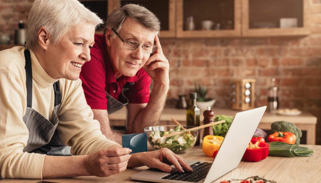 Par som shoppar över nätet.