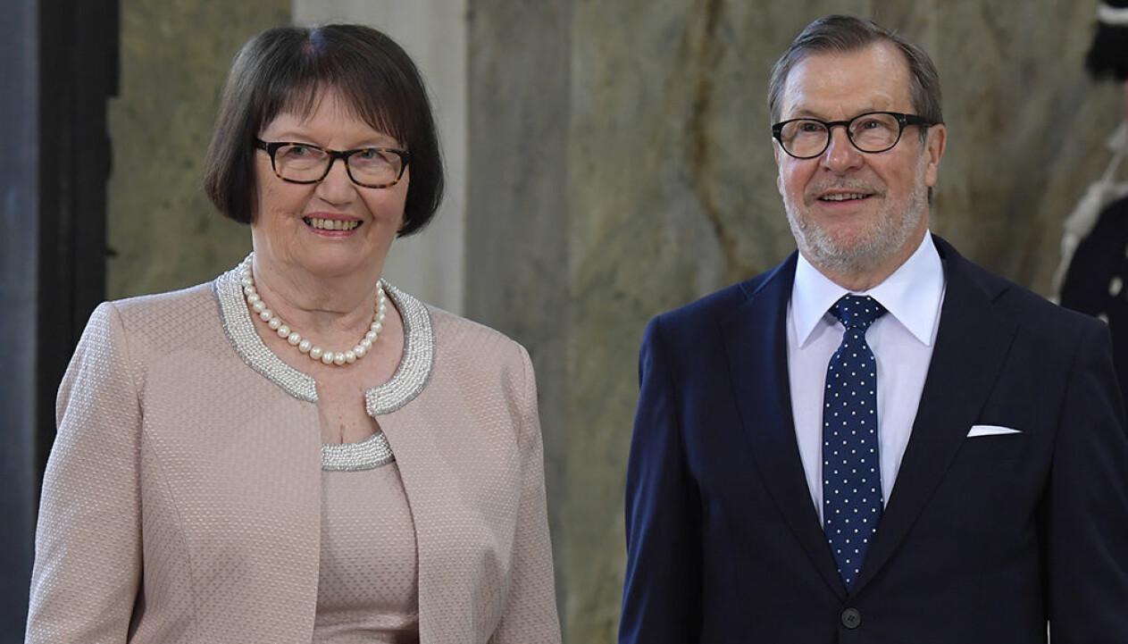 Porträtt av Ewa och Olle Westling, prins Daniels föräldrar, vid Te Deum i samband med Victorias 40-årsdag.