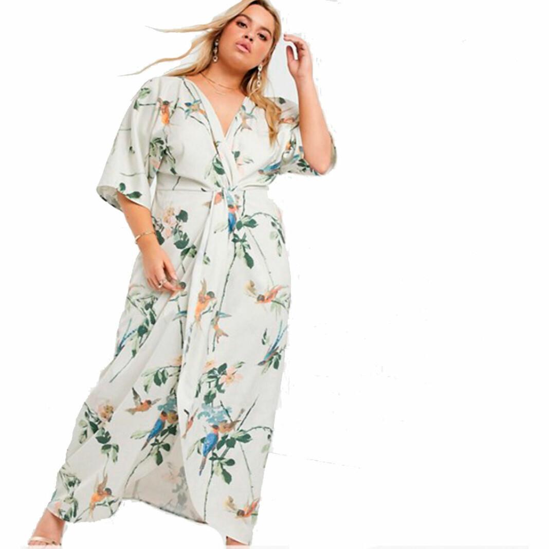 En somrig klänning i kimonomodell från Hope & Ivy Plus
