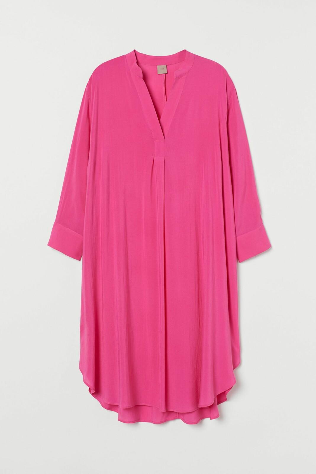 En skir vadlång klänning i vävd Tencel