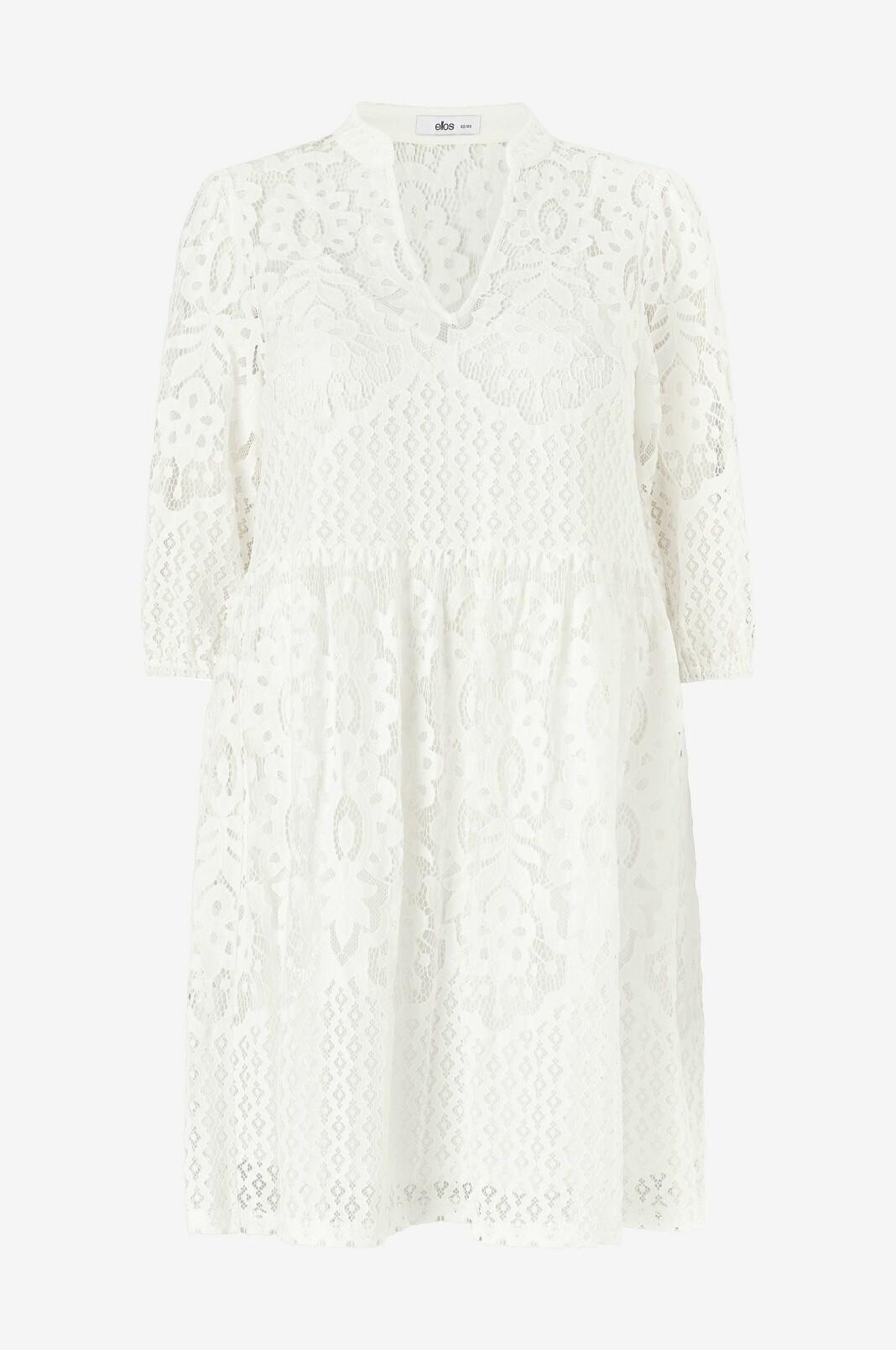 Vacker vit klänning i spets, för lite festligare tillfällen