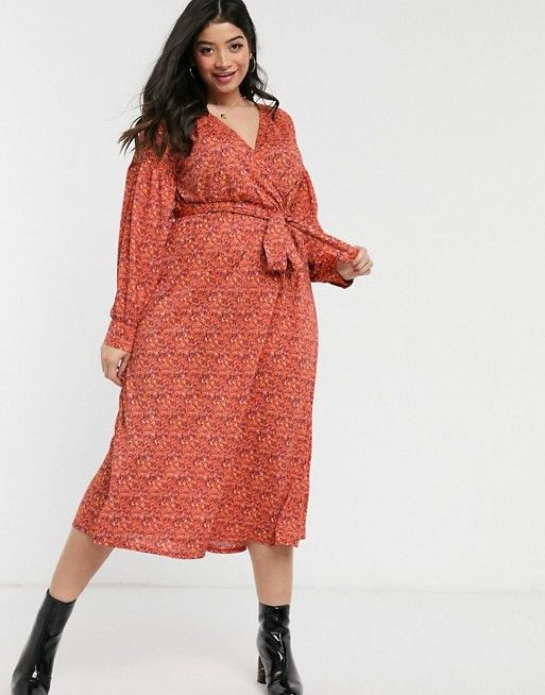 En omlottklänning i blommigt mönster från Asos design