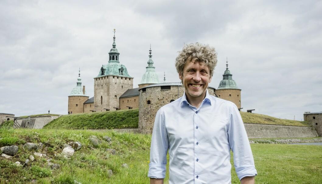 Pererik Åberg framför Kalmar slott.