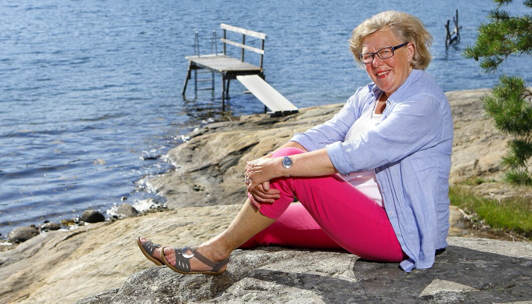 Birgitta Rasmusson vid sin sommarstuga.