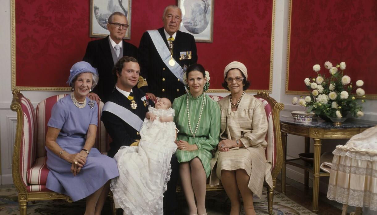 Prinsessan Lilian, Waler Sommerlath, kung Carl XVI Gustaf, drottning Silvia, prins Bertil och Alice Sommerlath tillsammans med prinsessan Victoria efter hennes dop.