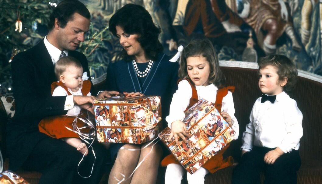 Kungafamiljen öppnar julklappar på Drottningholm slott