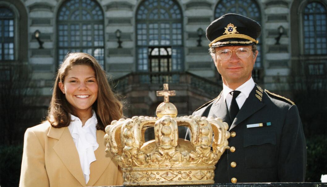 Kronprinsessan Victoria tillsammans med pappa kungen på hans födelsedag.