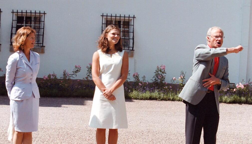 Drottning Silvia, kronprinsessan Victoria och kung Carl XVI Gustaf på Solliden år 2000