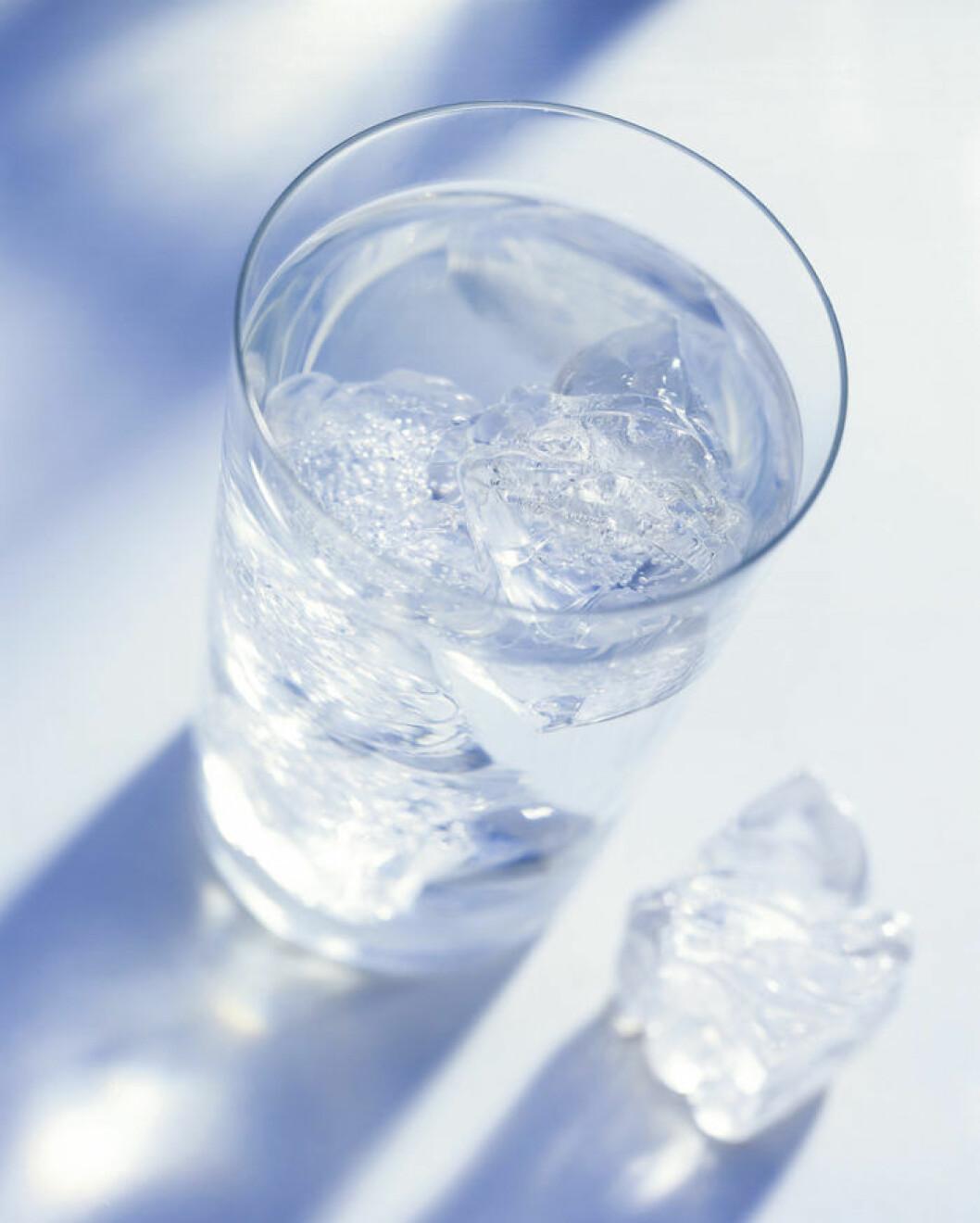 Koka vattnet innan du häller det i tråget så blir bitarna snyggt kristallklara.