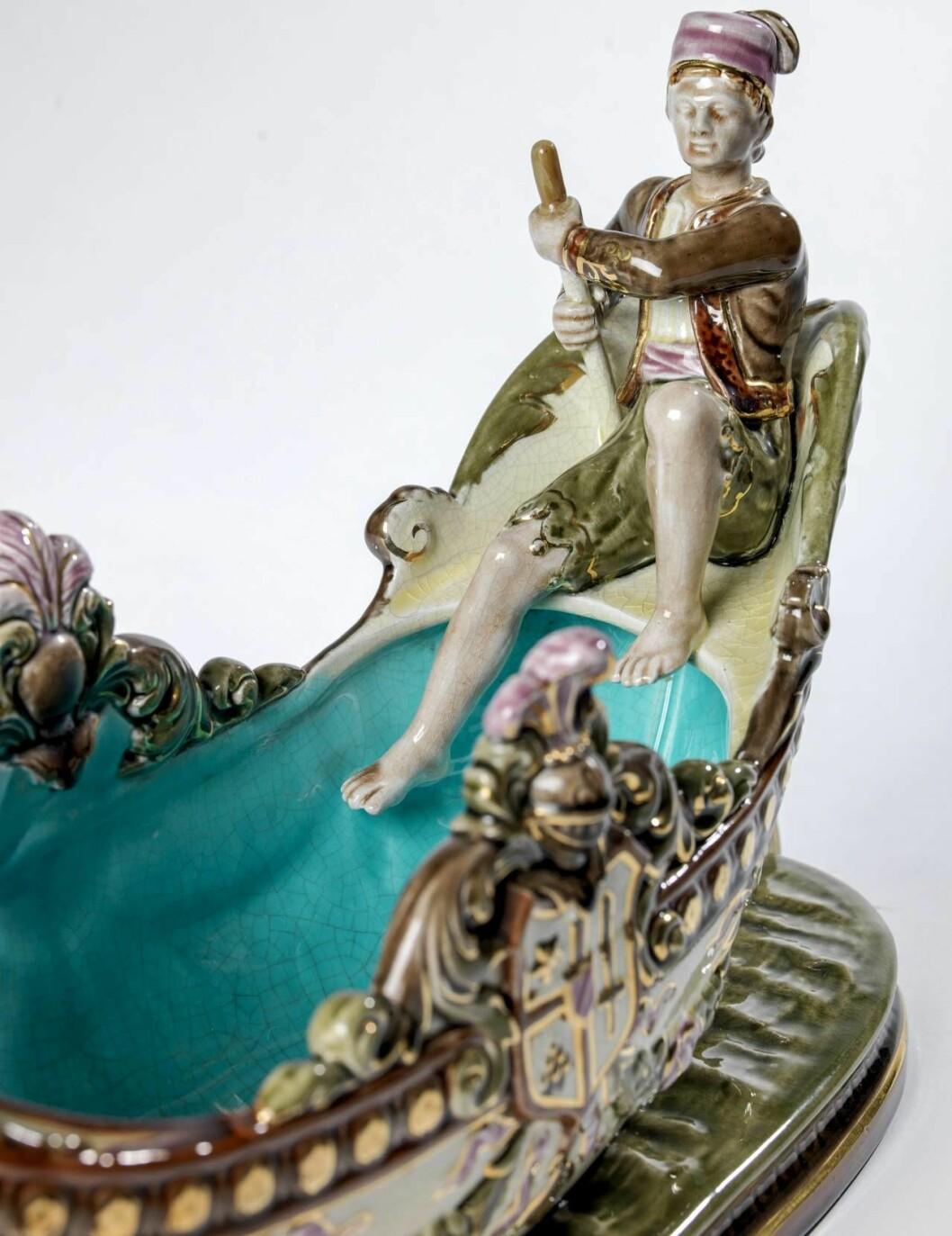 Enligt uppgifter från Rörstrands museum hette modellen Gondol