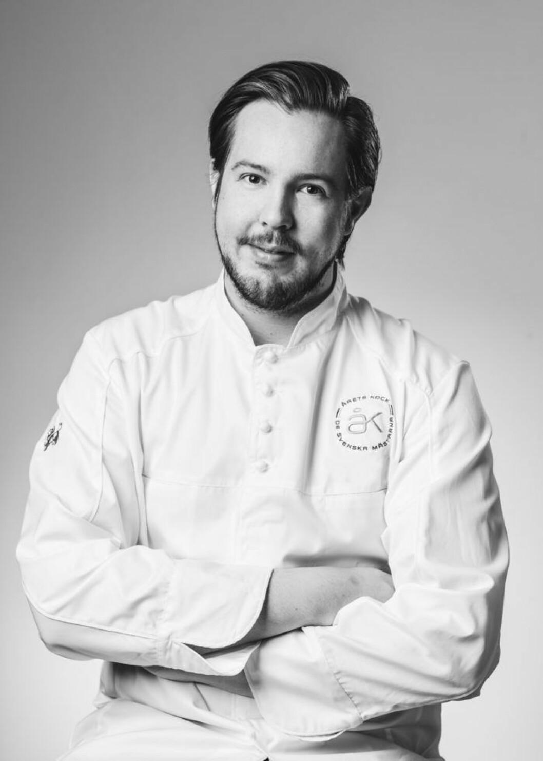Jimmie Eriksson som blev Årets kock 2016 lagar mat under Love November på Strandvägen 1.