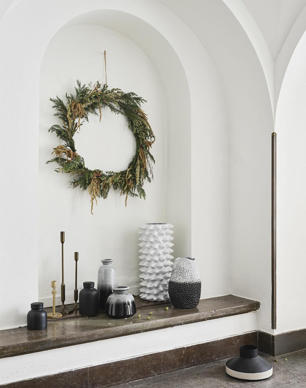 Ljusstakar och keramik som passar både i jul och året om