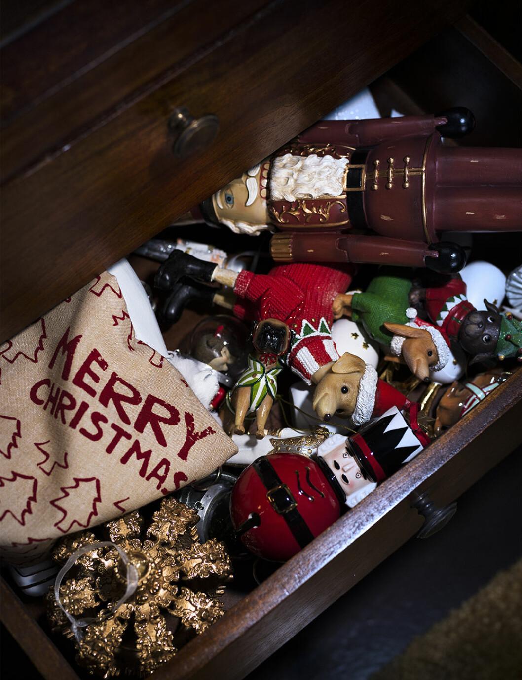 Eklektiska julgransdekorationer från Jotex