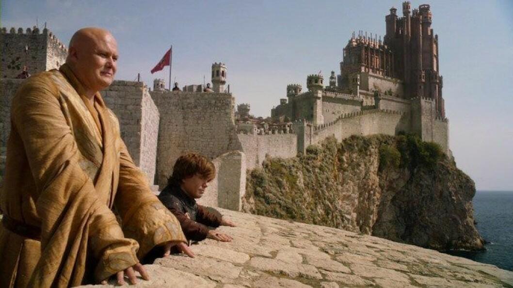 En bild på stadsmuren i den fiktiva staden King's Landing från tv-serien Game of Thrones.