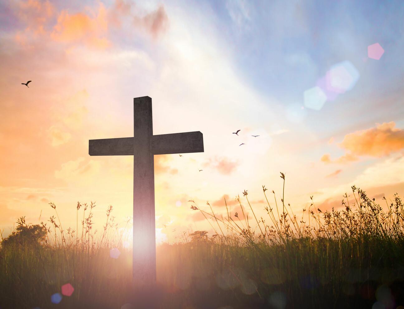 Kors i solnedgången.