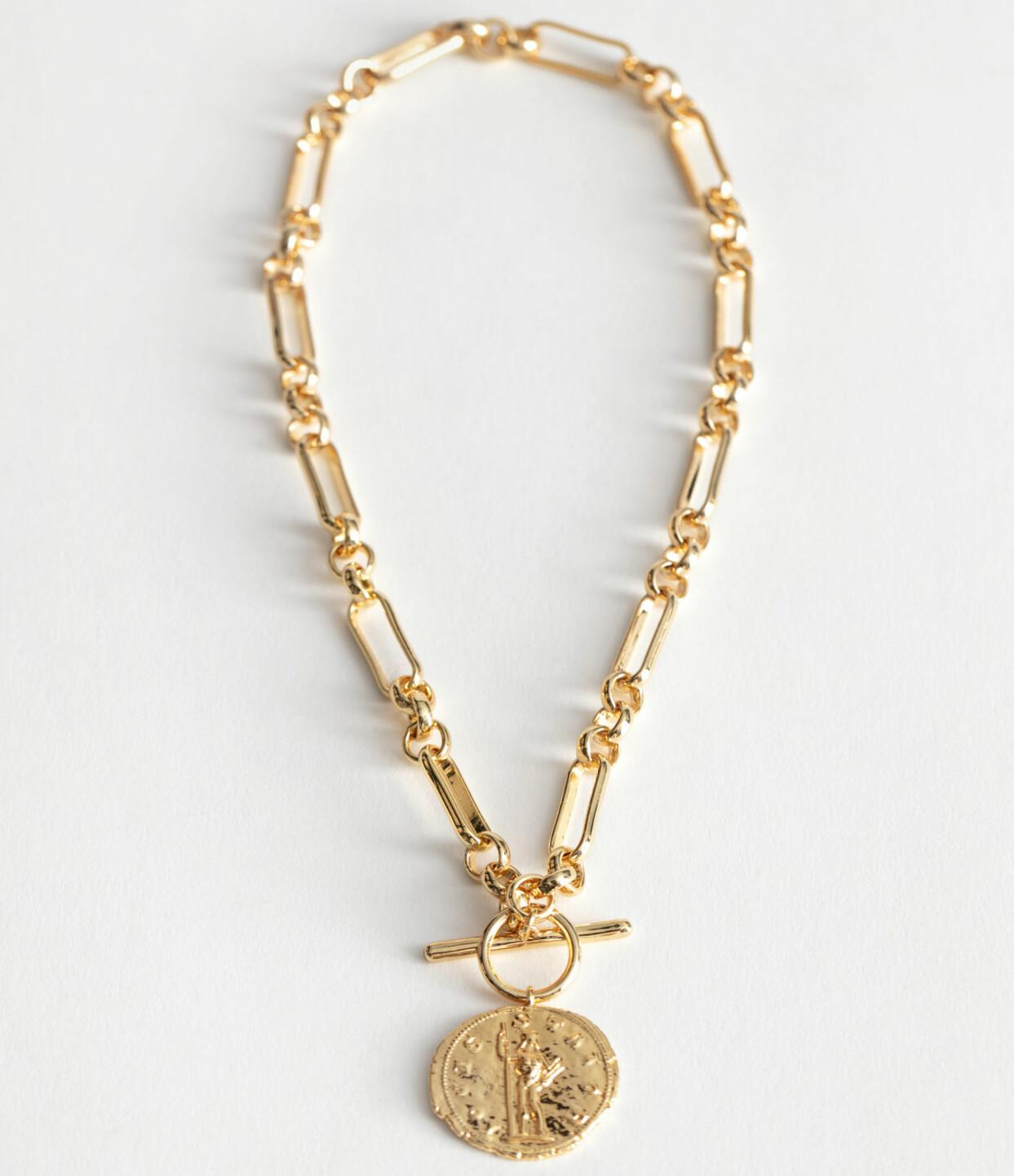 Kort halsband i guldfärgad metall med mynthänge, från & Other Stories