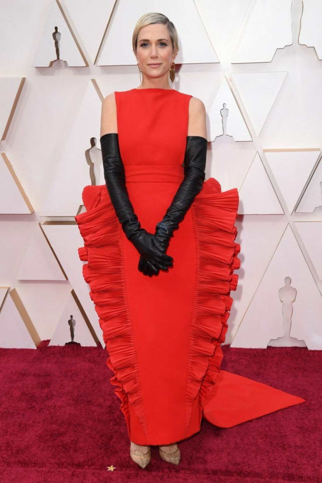 Kristen Wig I röd klänning på röda mattan