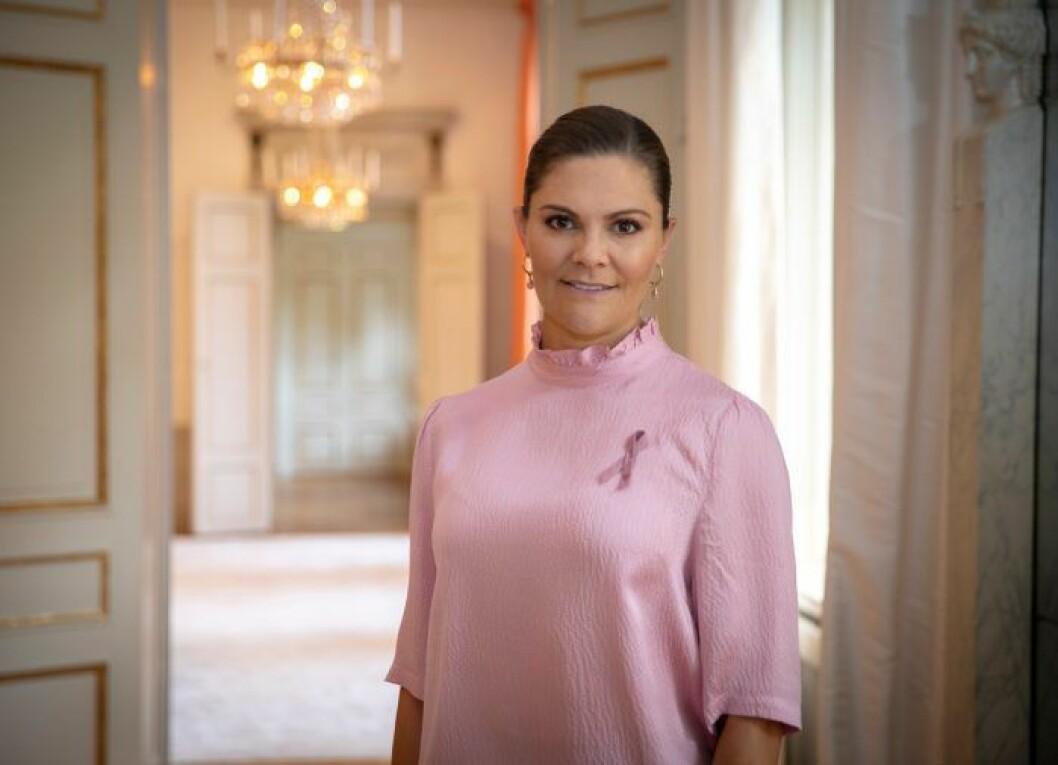 Kronprinsessan Victoria med rosa bandet 2020.
