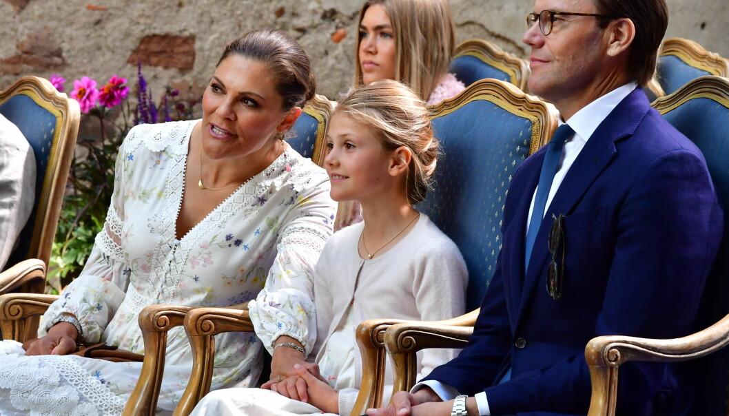 Kronprinsessan Victoria, Prinsessan Estelle och Prins Daniel på Victoriadagen 2020 på Borgholms slott.
