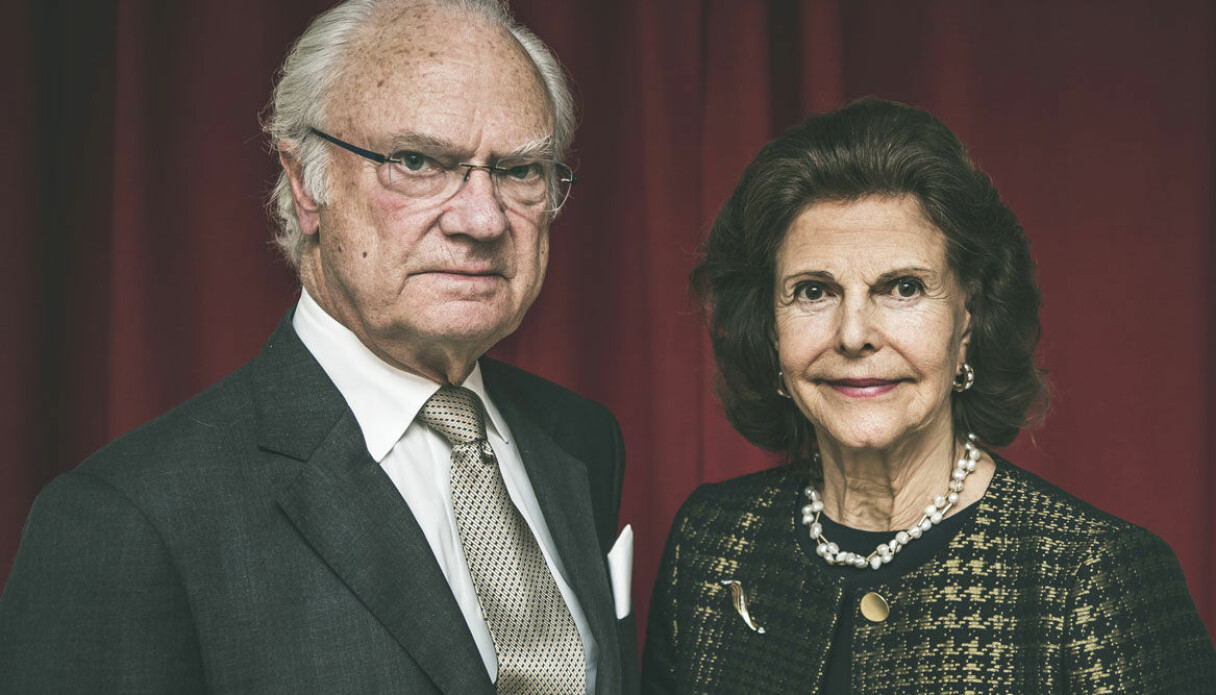 Kungen och drottning Silvia ser allvarliga ut efter att ha kritiserats.