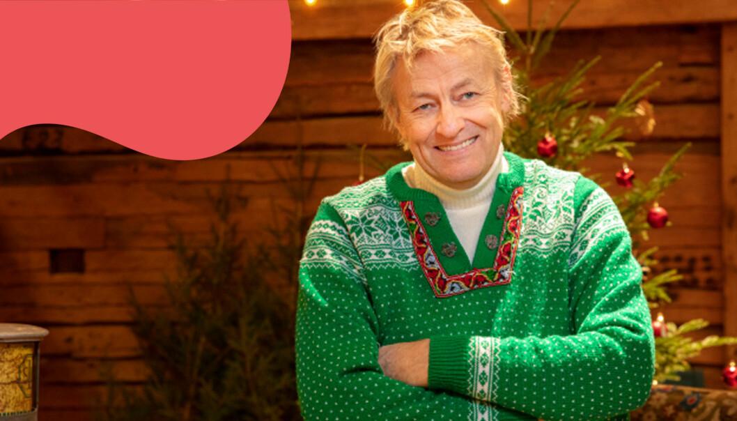 Lars Lerin i jultröja i SVT-studion där han presenterades som årets julvärd 2020.