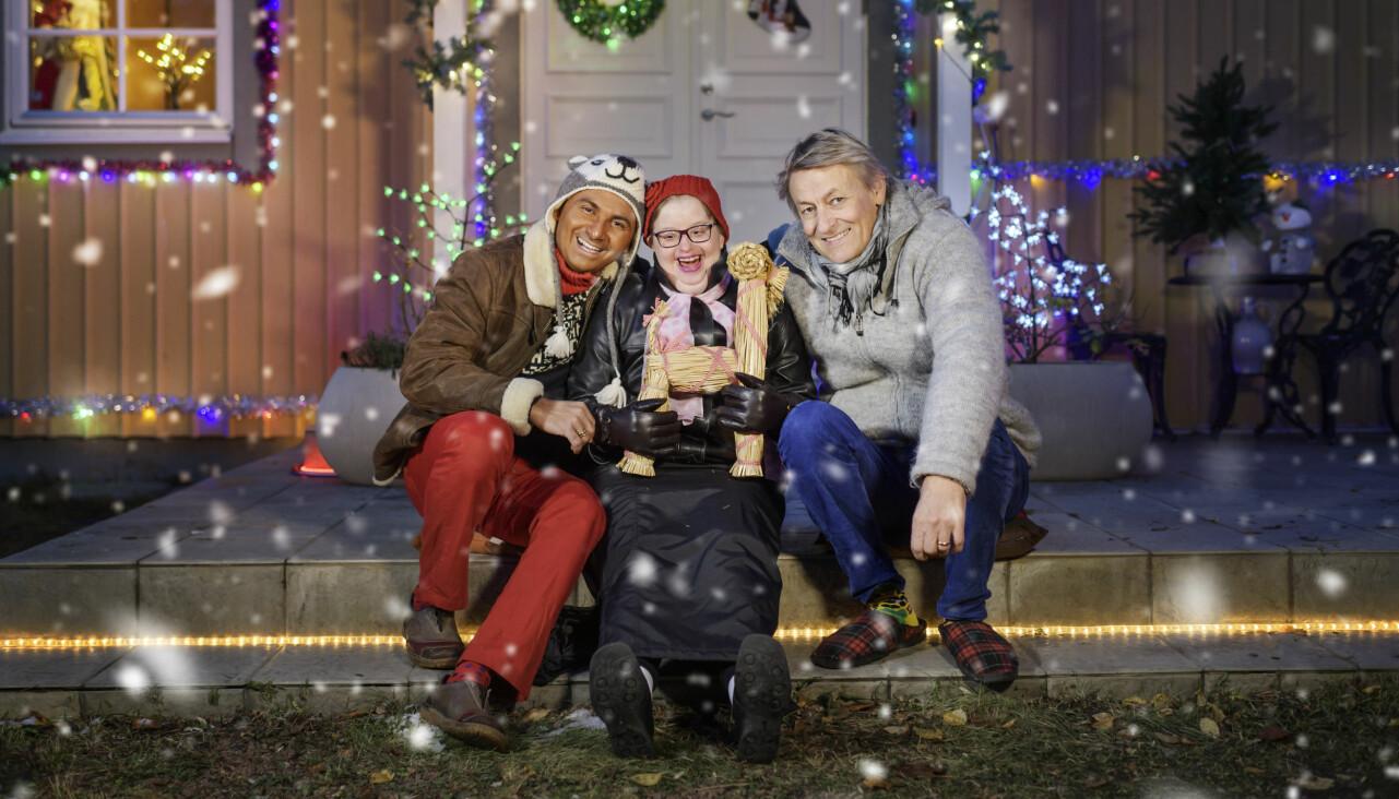 Lars Lerin tillsammans med maken Junior och en av lärlingarna under inspelningen av tv.programmet Lerins jul.