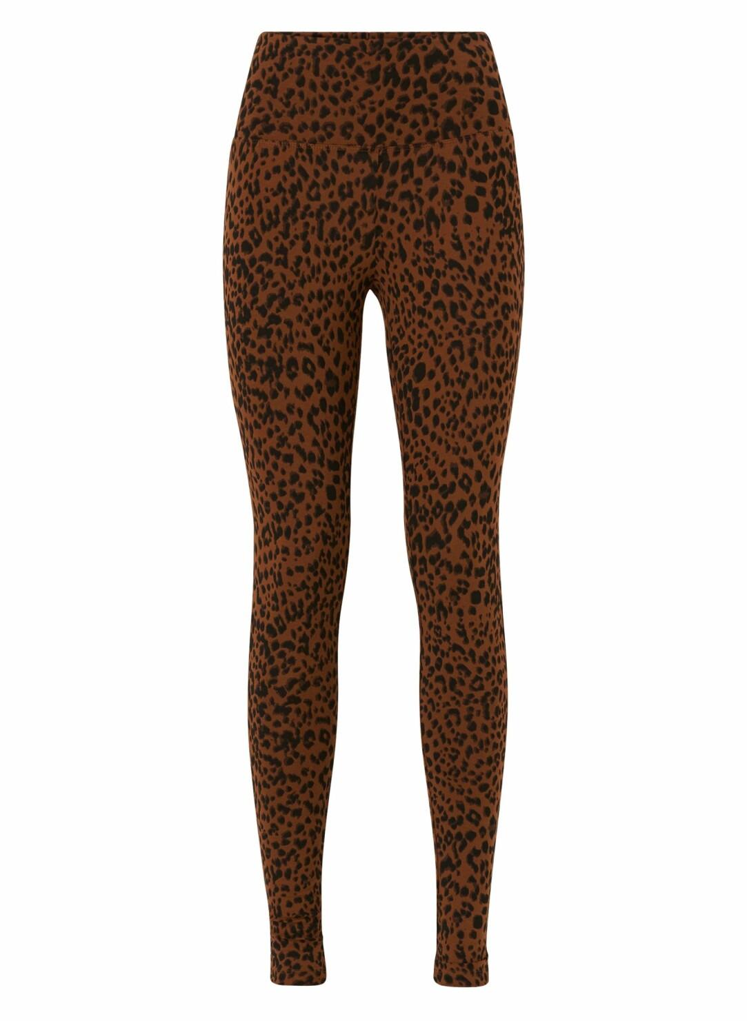 Leopardmönstrade leggings.
