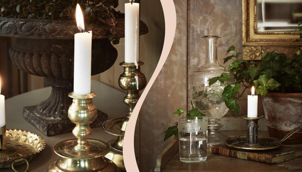 Till vänster flera mässingsljusstakar, till höger en ljusstake, en glaskafaff och ett glas vatten, brun vägg och mässingsspegel i bakgrunden.