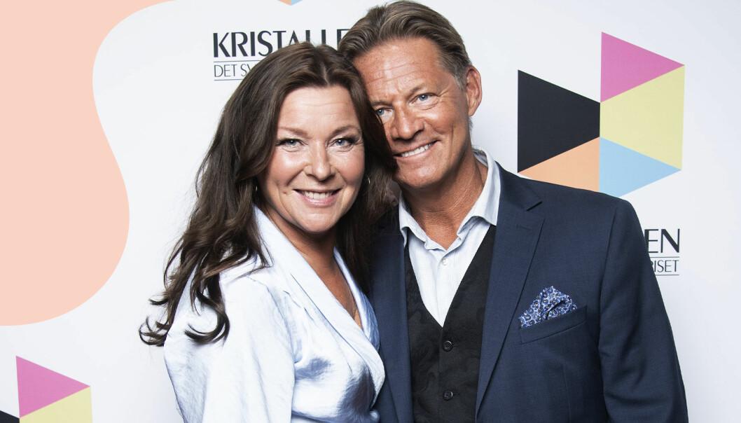 """Lotta Engberg och Mikael """"Soldoktorn"""" Sandström på röda mattan till Kristallengalan 2020."""