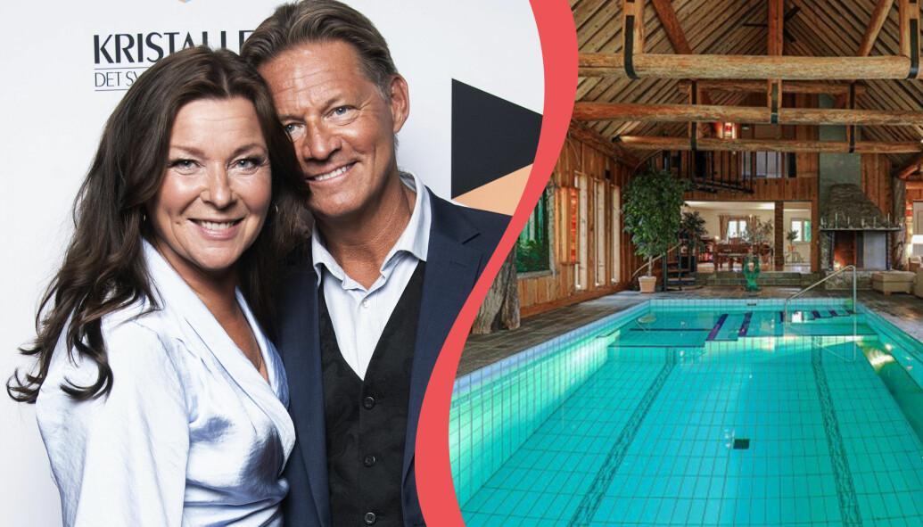 Lotta Engberg och Mikael Sandström. Nu säljer Mikael sin villa med inomhuspool.