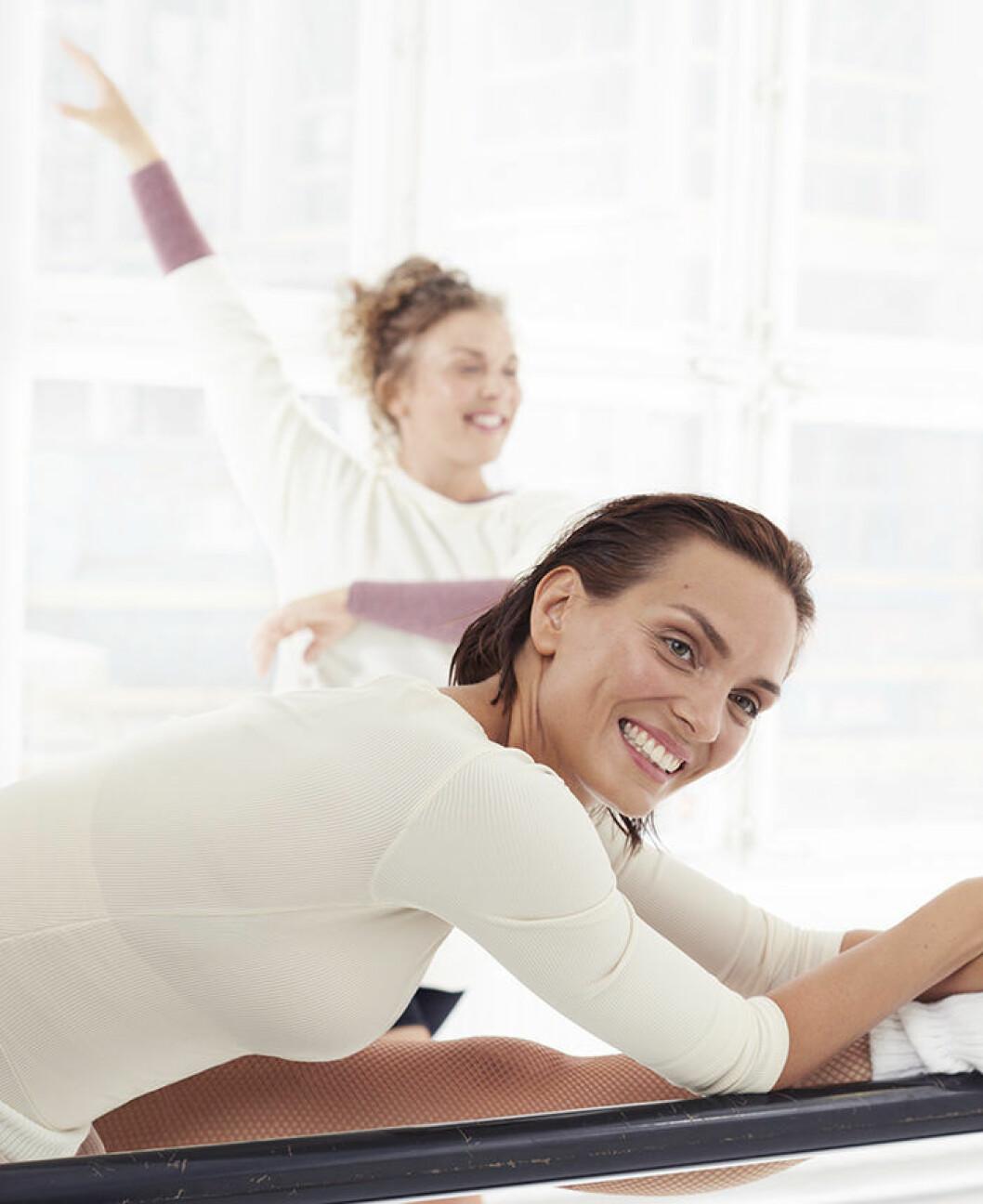 Vännerna Malin och Karin tränar ihop.