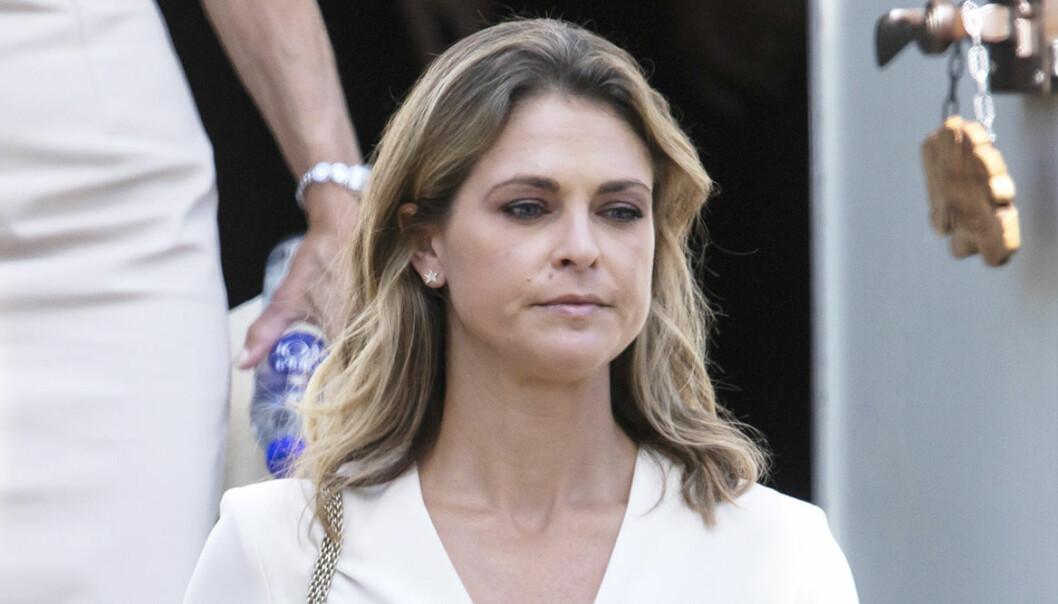 Prinsessan Madeleine med tårar i ögonen.