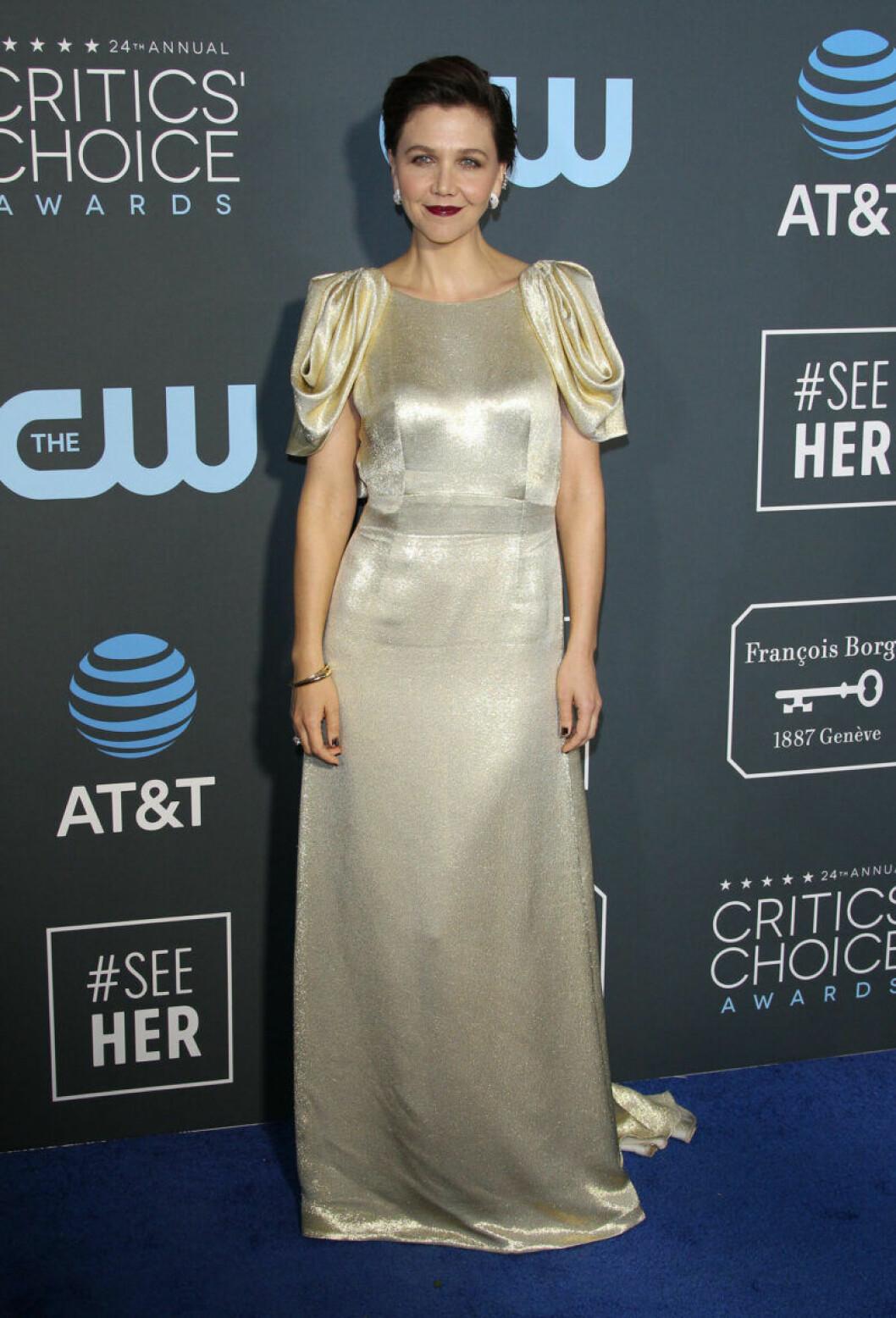 Maggie Gyllenhaal på röda mattan på Critics Choice Awards 2019