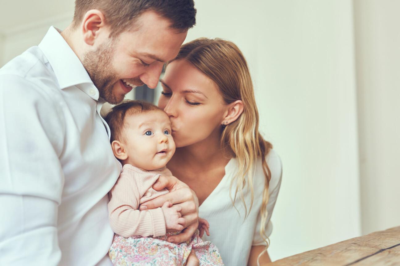 Man och kvinna med baby.