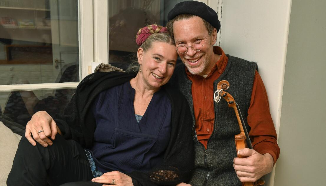 Marie och Gustav Mandelmann har tillsammans den populära serier Mandelmanns gård på TV4.