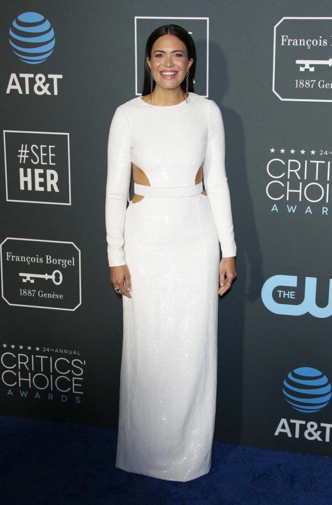 Mandy Moore på röda mattan på Critics Choice Awards 2019