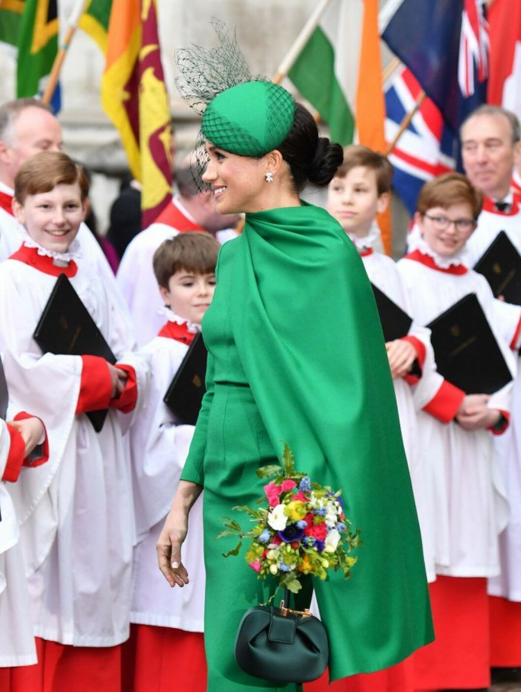 Meghan i cape vid Commonwealth Service i Westminster Abbey.