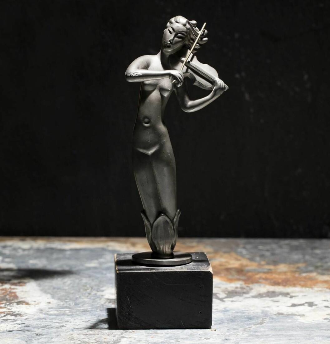 Ostämplad skulptur från Ystad metall