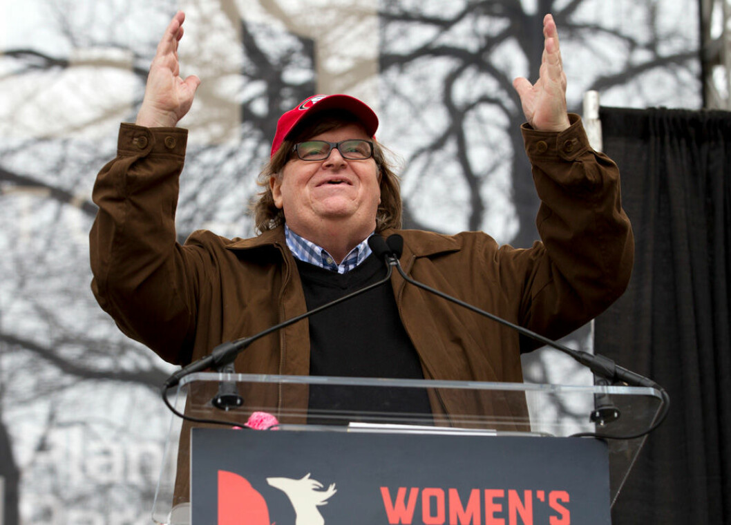 Michael Moore talar vid Womens March.