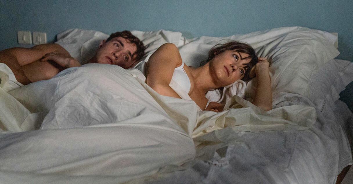 Marianne och Connell från Normala människor i sängen