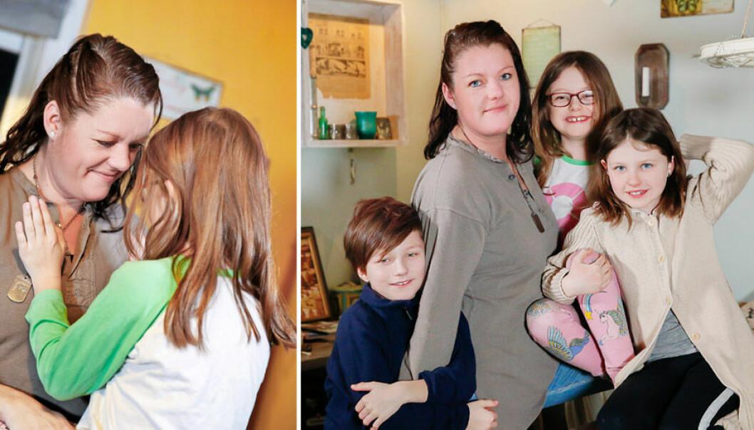 Flora föddes i fel kropp. Mamma Johanna och syskonen Oliver och Lova stöttar i vått och torrt.