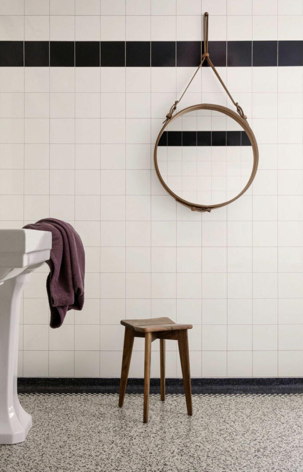 Möblera om med trä i badrummet för en lyxig och mysig känsla