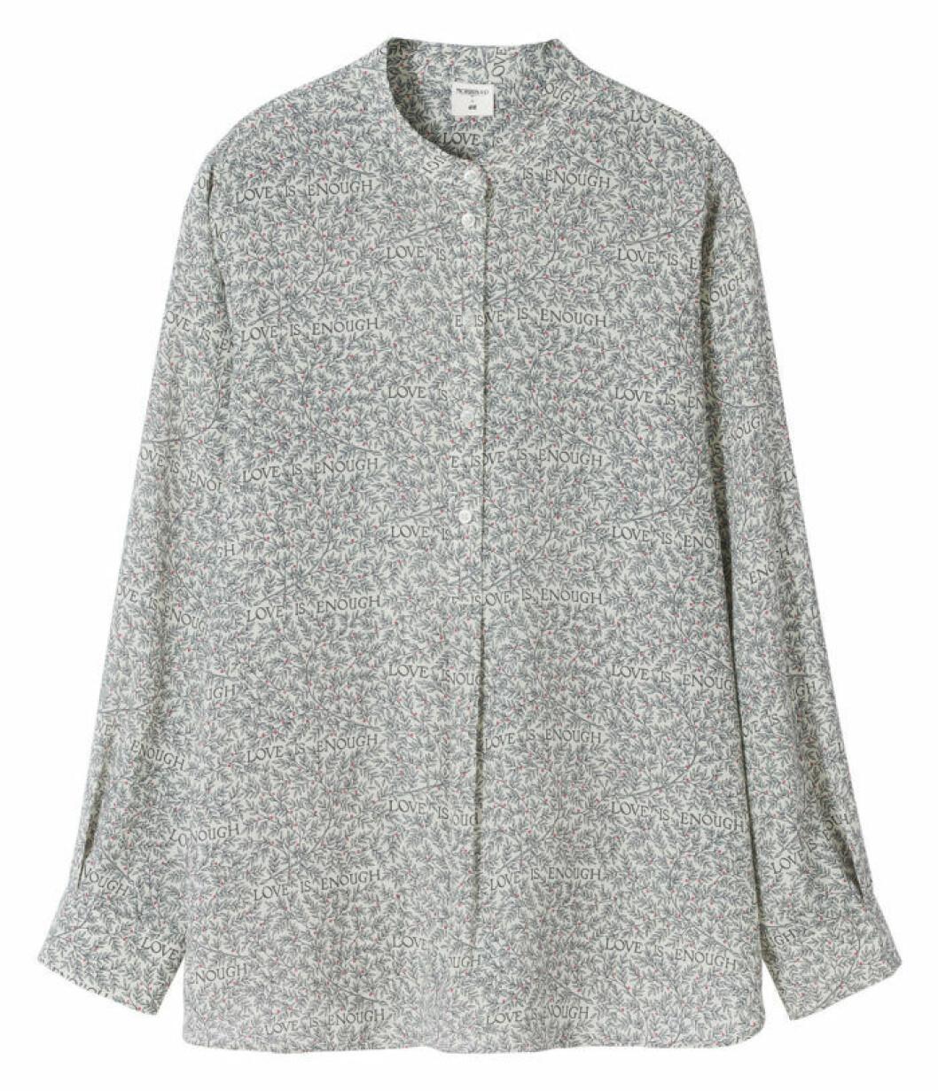 Skjorta med farfarskrage Love is enough William Morris H&M