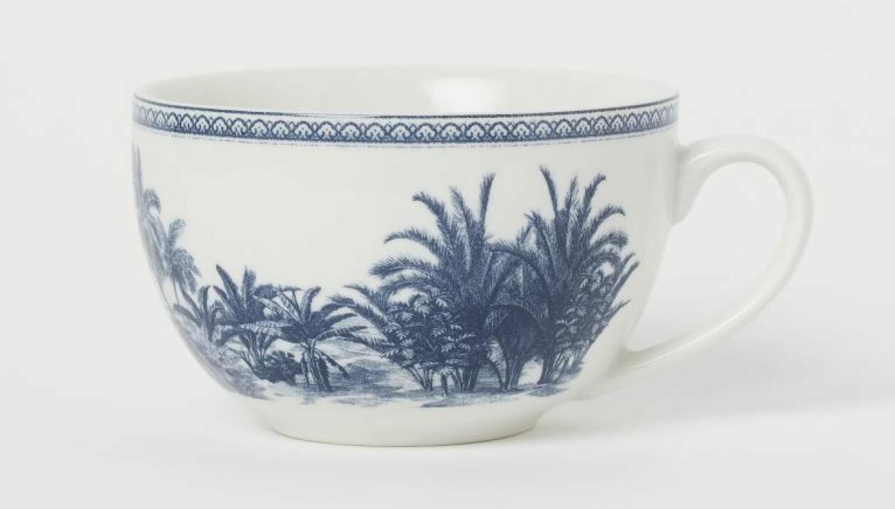 Mugg med blått palmmönster, från H&M Home