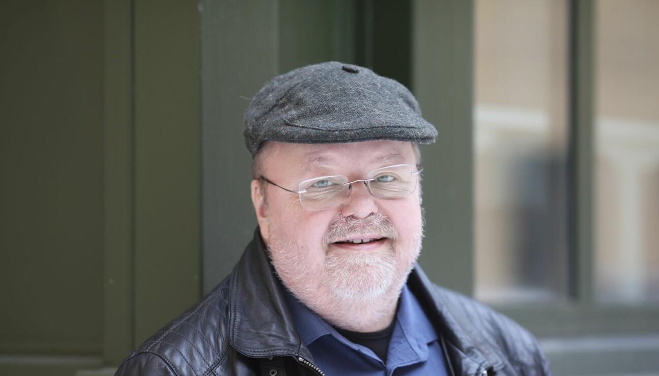 Musikern Kalle Moraeus berättar om sin nya bok Tjur på retur, om familjen, viktresan, skilsmässan och karriären.